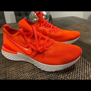 Nike react ( Chile red )